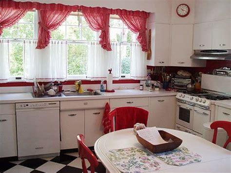 Küchenvorhänge-küche-gestalten-ideen-landhausgardinen