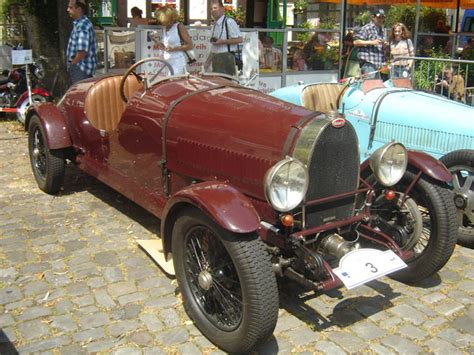 The instrument panel was flat and the dials were installed on the left side of the driver. automobileweb - bugatti type 44 roadster 44599 sport 2 seater