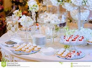 La Table à Dessert : table de dessert la c r monie de mariage macaron g teau ~ Melissatoandfro.com Idées de Décoration