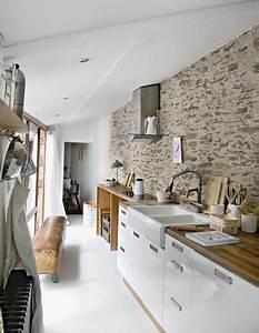 un mur en brique c39est style en deco de cuisine With cuisine avec mur en pierre