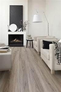 Flüssiger Bodenbelag Wohnzimmer : holzboden b den holzboden wohnzimmer bodenbelag und dunkler holzboden ~ Buech-reservation.com Haus und Dekorationen