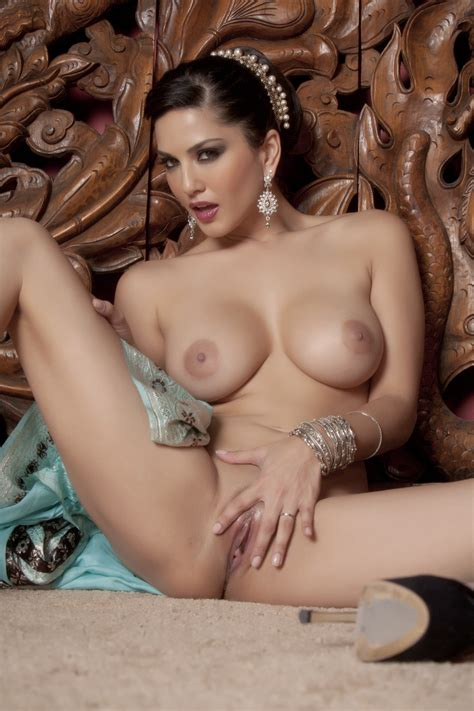Sunny Leone Strips Out Of Her Blue Saree Indian Babes
