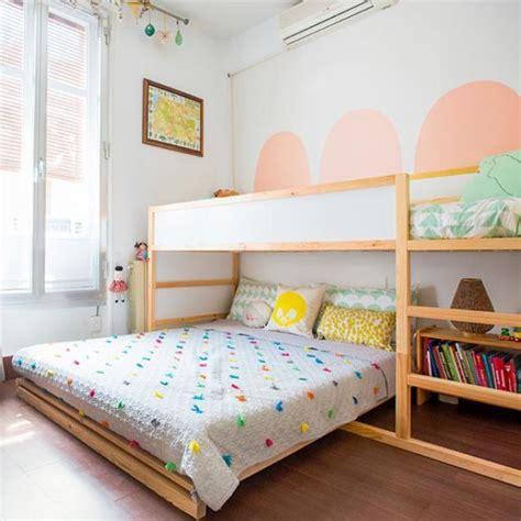 Kinderzimmer Ideen Bett by Hochbett Und Doppelbett Im Geteilten Kinderzimmer