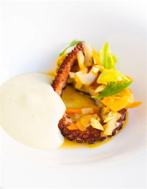 cuisiner du poulpe poulpe de méditerranée rôti légumes en escabèche du chef