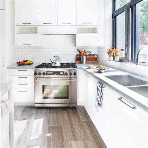 cuisine toute blanche decorer cuisine toute blanche maison design bahbe com