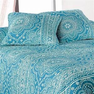 Couvre Lit Bleu Canard : les 25 meilleures id es de la cat gorie couvre lit bleu sur pinterest draps bleus chambre ~ Teatrodelosmanantiales.com Idées de Décoration