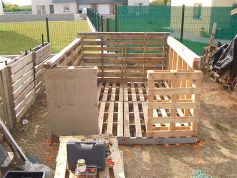 Construire Un Abris De Jardin Avec Des Palettes by Construction Cabane 224 Partir De Palettes De Chantier Jardin