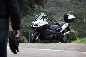 Scooter Aprilia 850 : aprilia srv 850 scooter review motorbike writer ~ Medecine-chirurgie-esthetiques.com Avis de Voitures