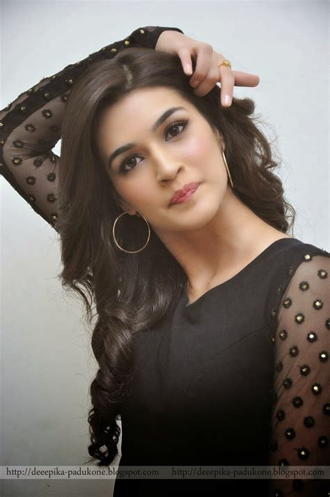 Deepika Padukone Kriti Sanon Black Dress Photos