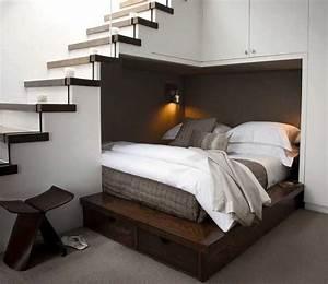 Einrichten schlafzimmer mit weißes polsterbett und kommode