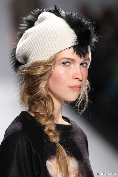 cute cozy hat hairstyles to try this fall