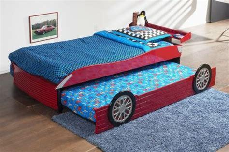 Kinderzimmer Junge Bett by Die Besten 25 Kinderbett Auto Ideen Auf Cars