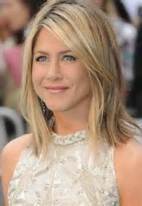 frisur mittellang blond glatt frisur ideen