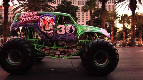 grave digger 30th anniversary monster truck toy monster jam world finals 2012 grave digger 30th