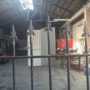 Fabrication grille de protection pour fenetre avec pointes for Grille de protection pour porte fenetre