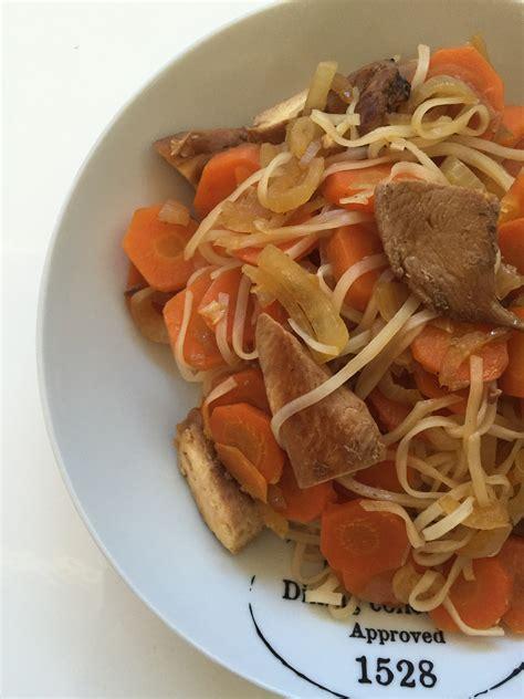 cuisine wok poulet wok de vermicelles de riz poulet et carottes cuisine