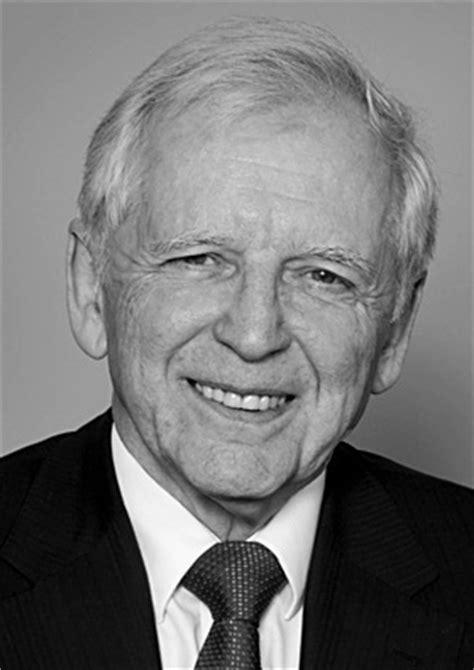 Fisicanet  Biografía De Hausen, Harald Zur Bi554 [nobel