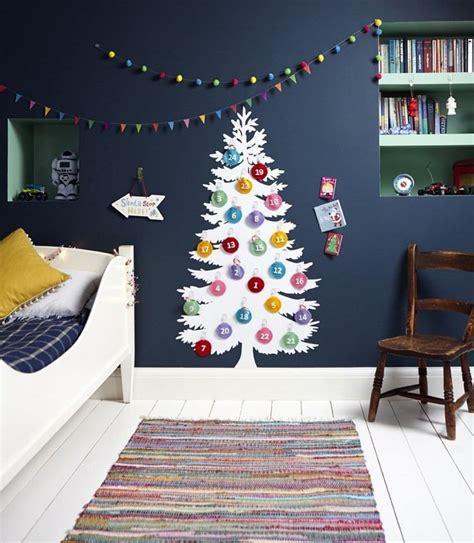 Weihnachtsdeko Fenster Kinderzimmer by Adventskalender An Der Wand Im Kinderzimmer Advent