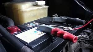 Chargeur Démarreur Batterie Voiture : d marrer une voiture utiliser un chargeur de batterie auto conseils chargeur auto youtube ~ Nature-et-papiers.com Idées de Décoration