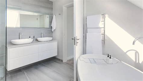 genius tips  deep clean  bathroom housewife  tos