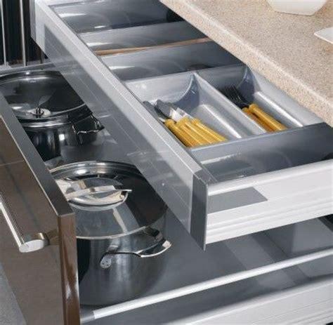 casserolier cuisine agencement de cuisine standard ou sur mesure m e a