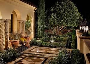 Mediterranean, Courtyard, With, Diamond