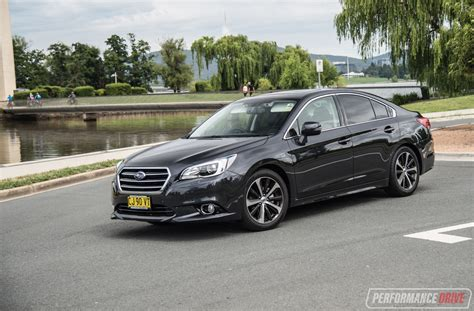 2017 Subaru Liberty 25i Premium Review (video