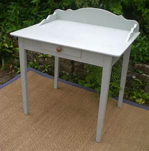Petite Table En Bois : s duisante petite table bureau en bois peint ~ Teatrodelosmanantiales.com Idées de Décoration