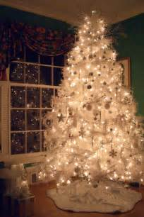 how do you decorate a white christmas tree tidyinteriorshomestyling
