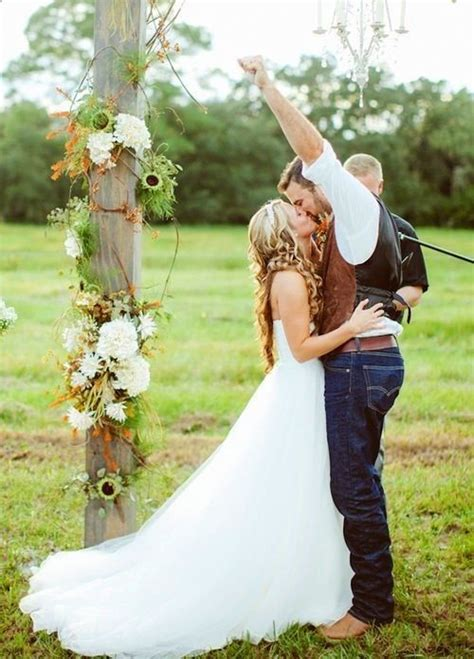 perfect rustic country wedding ideas deer pearl flowers