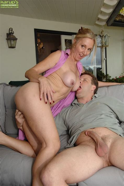Busty Mature Slut Gives Head And Gets Fucked For Cum On