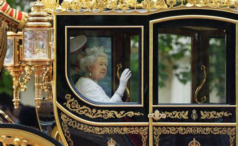 carrozza in inglese la elisabetta con la carrozza reale in parlamento
