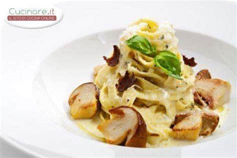 Tipi Di Funghi Da Cucinare by Tagliatelle Funghi E Besciamella Cucinare It