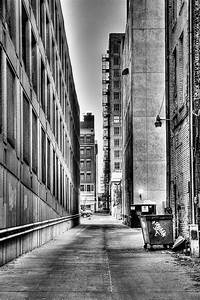 White And Black : up the alley black and white cityscape urban photos life on the prairie ~ Medecine-chirurgie-esthetiques.com Avis de Voitures