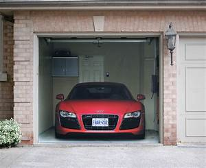 Audi Garage : audi r8 garage door cover on behance ~ Gottalentnigeria.com Avis de Voitures