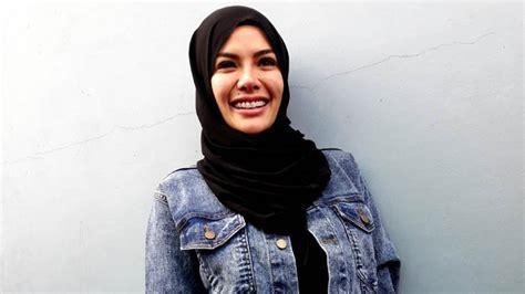 Nikita Mirzani Kan Wanita Muslim Harus Berhijab Ruang