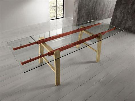 table 224 rallonges en verre avec pieds en bois