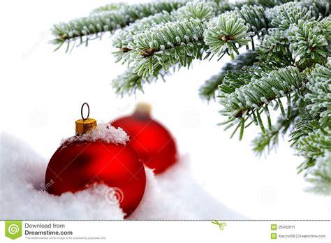 weihnachtsbaum und rote kugeln stockbild bild 20432611