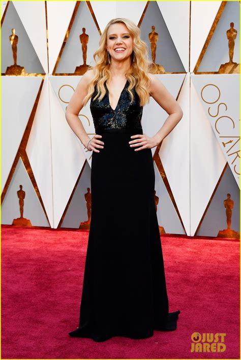Kate Mckinnon Keeps It Classy On The Oscars 2017 Red