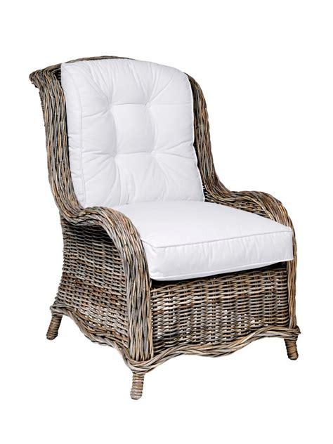 fauteuil en rotin et coussins blancs dossier haut helline