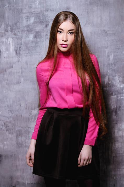 30 Inspirasi model & warna rambut panjang terpopuler All