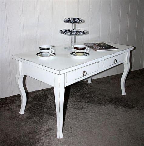 Möbel in diesem look erinnern an vintage, landhaus und barock und bringen ein wenig verspielte geschichte im weißen oder bunten. Massivholz Couchtisch Shabby Sofatisch weiß ...