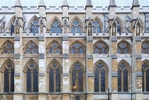 Gotische Fenster Konstruktion : historische gotische kirche fassade textur stockfoto ~ Lizthompson.info Haus und Dekorationen
