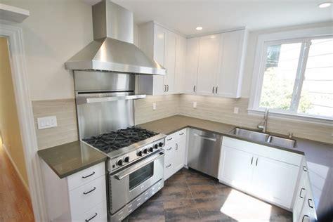 cuisine avec hotte cuisine hotte cuisine 60 cm avec magenta couleur hotte