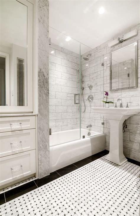 Badezimmer Fliesen Klassisch by Grey And White Bathrooms Black And White Basketweave Tile