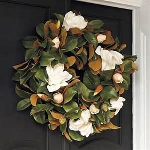 Southern Style Holidays: 30 Beautiful Magnolia Decorations