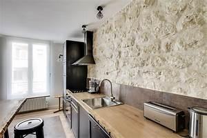 cuisine avec mur en pierre claire qui donne toute l With cuisine avec mur en pierre