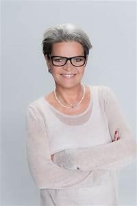 Haarfarbe Schwarz Grau : haarschnitt f r grau melierte haare ~ Frokenaadalensverden.com Haus und Dekorationen