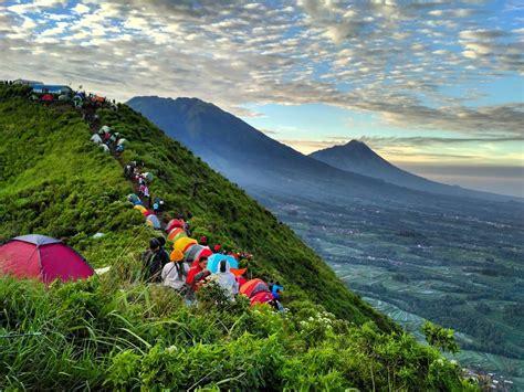 gunung andong magelang menikmati keindahan magelang