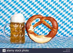 Oktoberfest beer stein with pretzel and Bavarian flag in ...